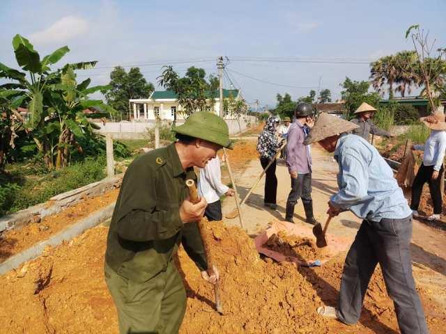 Hội viên cựu chiến binh huyện Thạch Hà tham gia xây dựng nông thôn mới