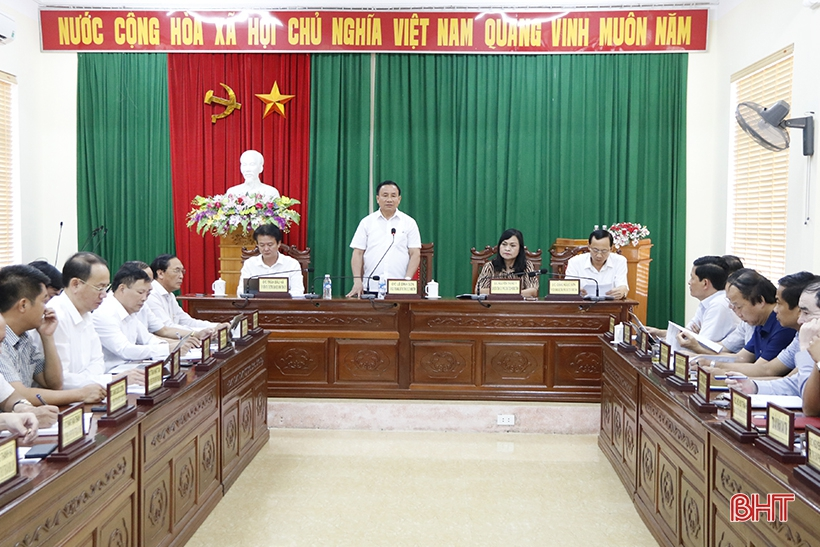 Các đồng chí ủy viên BTV Tỉnh ủy, lãnh đạo sở, ngành và các địa phương liên quan cùng tham dự.