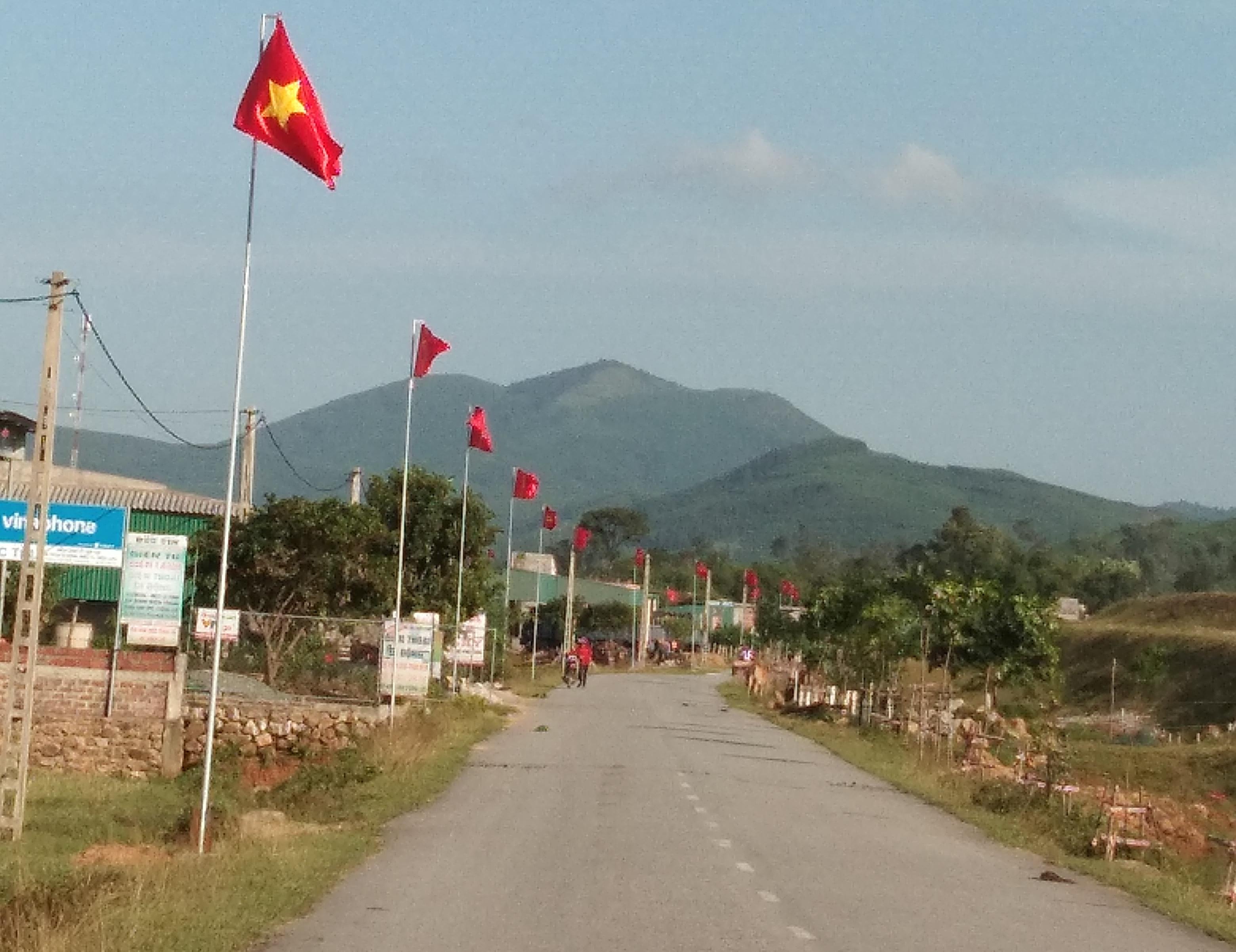 Một tuyến đường ở xã Cẩm Minh