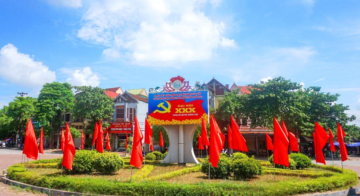 Tuyên truyền trực quan tại trung tâm thị trấn Hương Khê