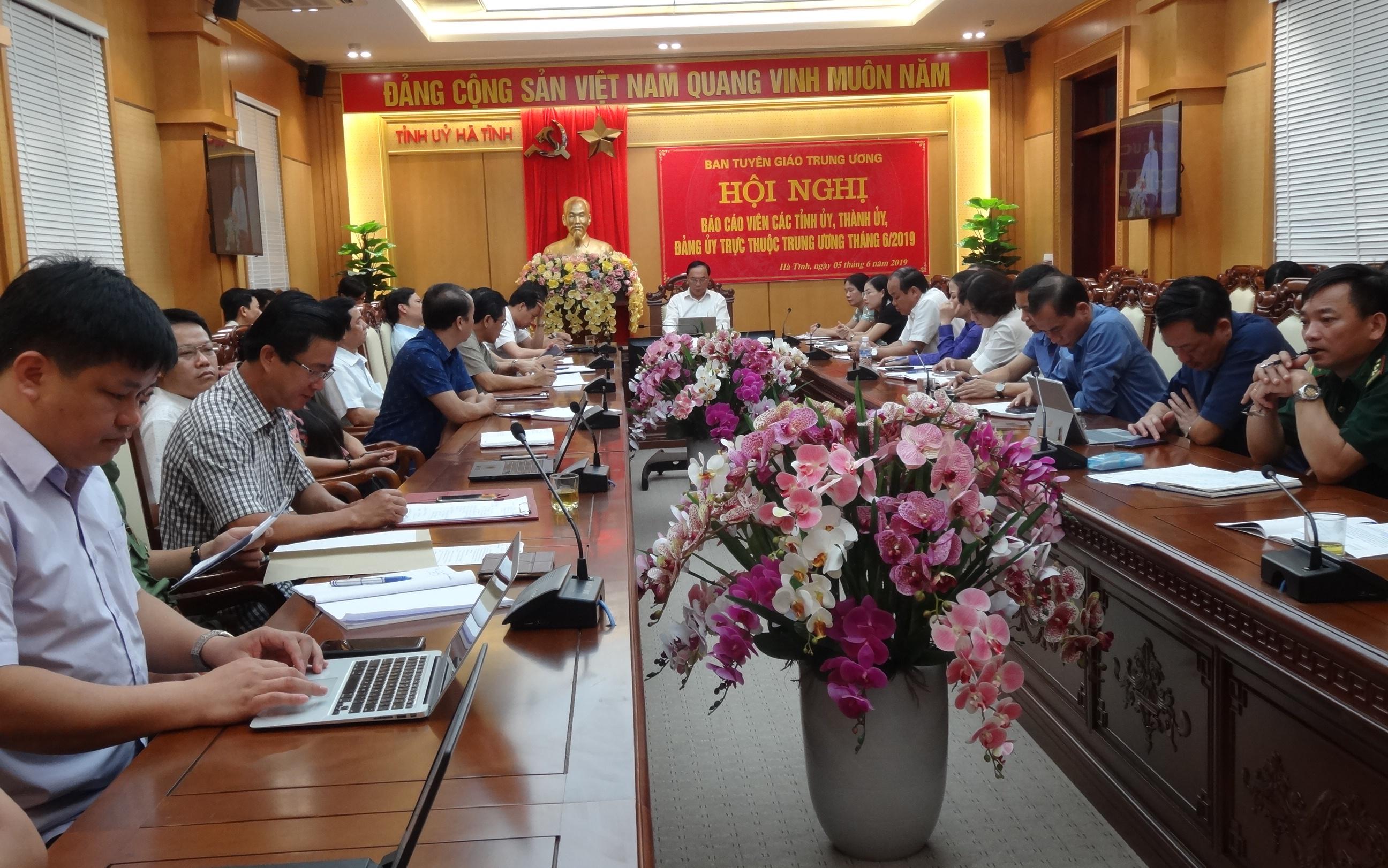 Đội ngũ báo cáo viên tham dự hội nghị tại điểm cầu Hà Tĩnh