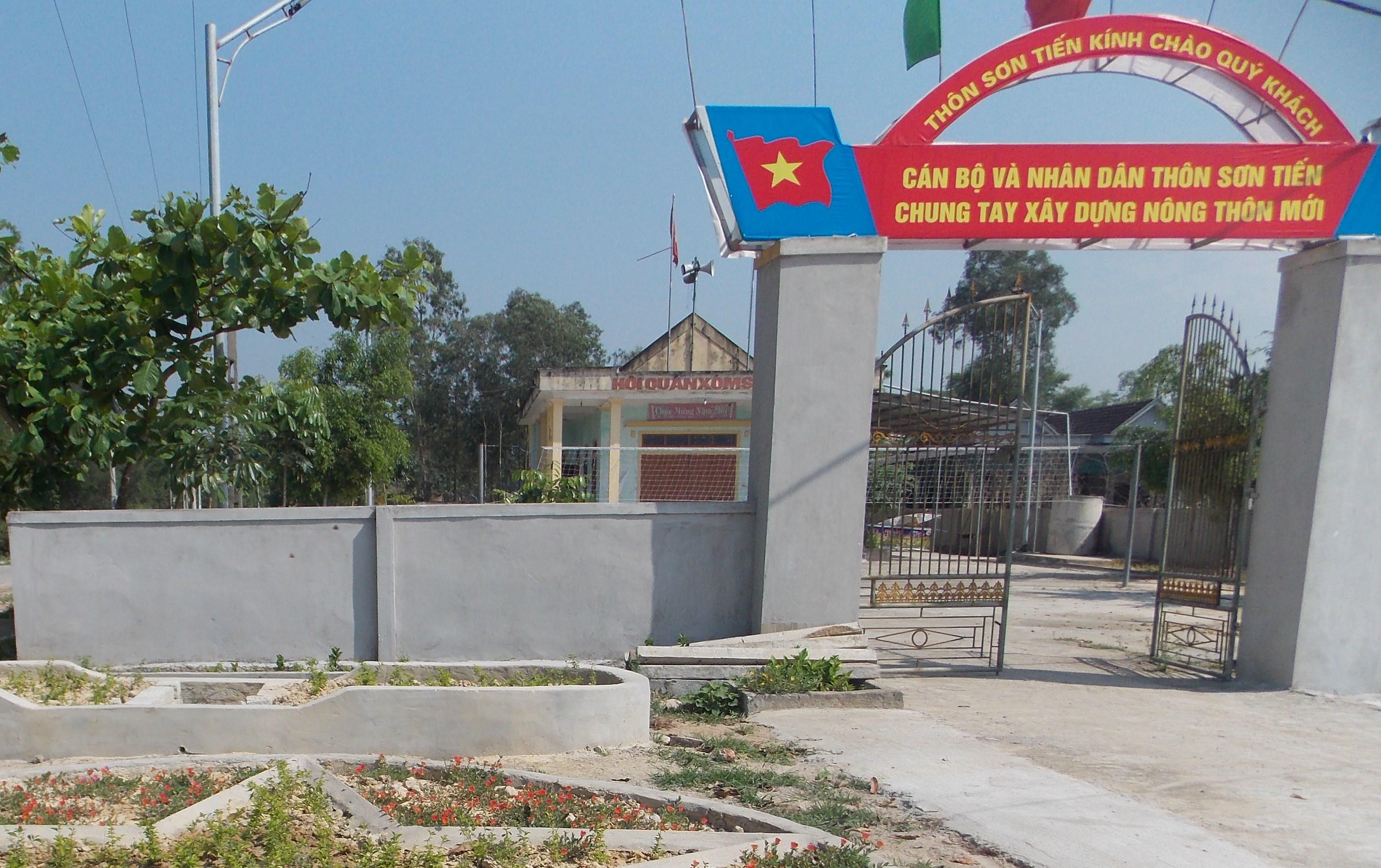 Khuôn viên Nhà văn hóa thôn Sơn Tiến