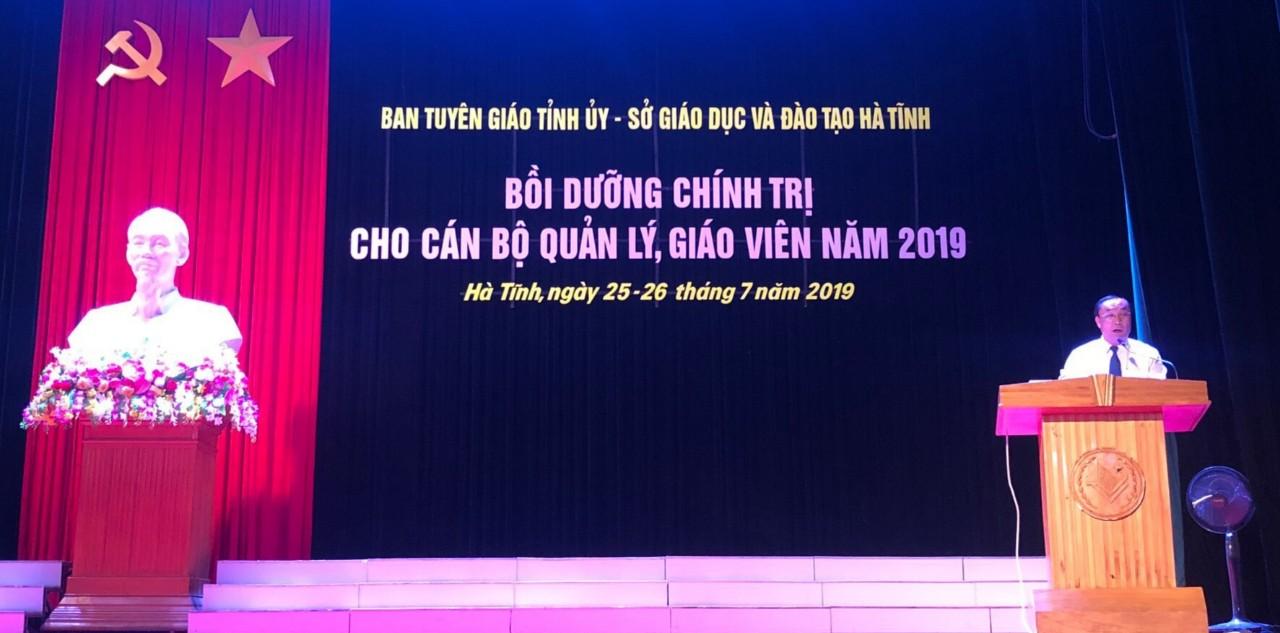 Đồng chí Võ Hồng Hải, Ủy viên Ban Thường Vụ, Trưởng Ban Tuyên giáo Tỉnh ủy phát biểu khai mạc
