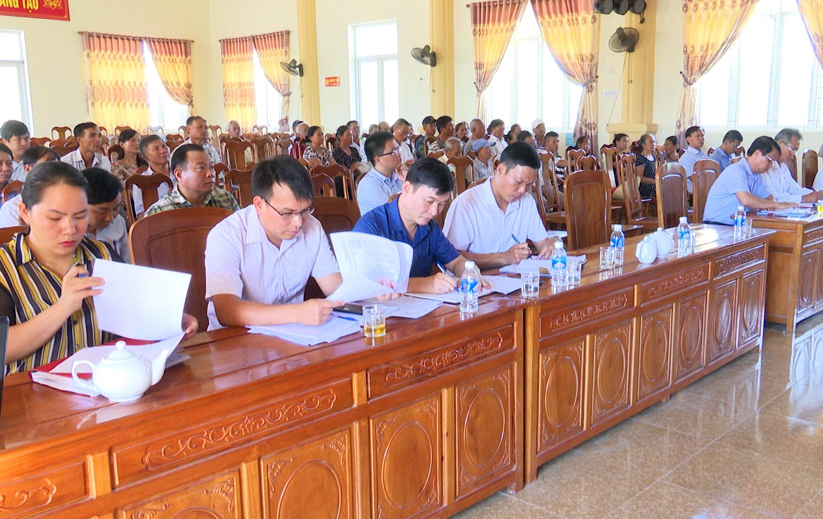 Hội đồng bồi thường giải phóng mặt bằng, tái định cư xây dựng tuyến đường tổ chức đối thoại với các hộ dân xã Quang Vĩnh