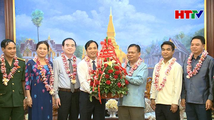 Phó Bí thư thường trực Tỉnh ủy Hoàng Trung Dũng chúc Tết Đảng bộ, chính quyền và nhân dân Thủ đô Viêng Chăn, Nước CHDCND Lào - năm 2019 (Nguồn: Đài Phát thanh - Truyền hình Hà Tĩnh)