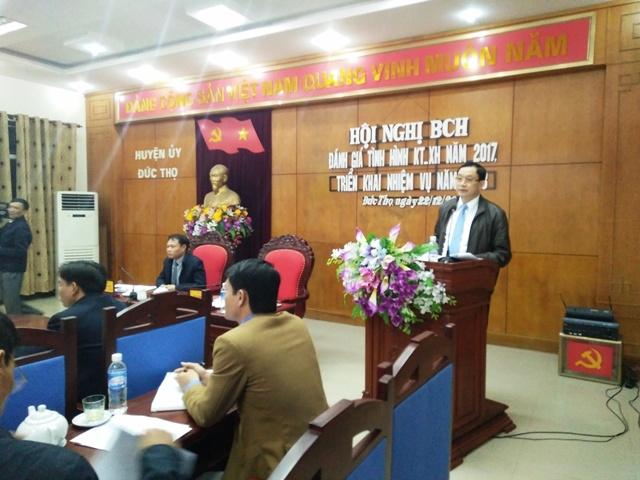 Đồng chí Bí thư Huyện ủy, Chủ tịch Ủy ban nhân dân huyện phát biểu