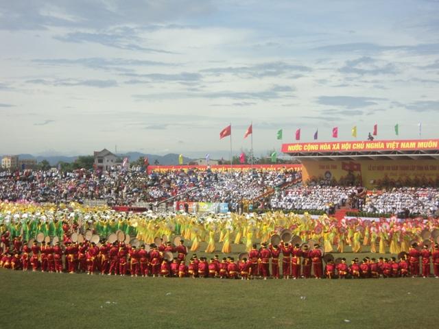 Ảnh minh họa: Lễ kỷ niệm 50 năm Bác Hồ về thăm Hà Tĩnh, thành lập thành phố Hà Tĩnh