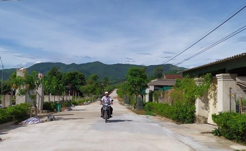 Đường về thôn Kim Sơn